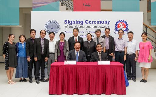 中華大學響應政府新南向計畫,與菲律賓亞當森大學(Adamson University)簽署雙聯學位合作。