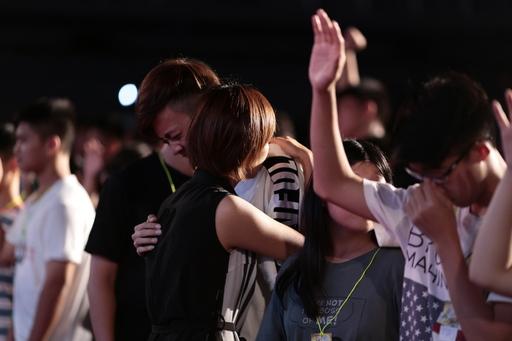 圖說:多位學員現場接受祝福禱告。