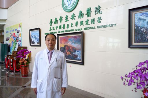 消化科湯昇曄醫師。