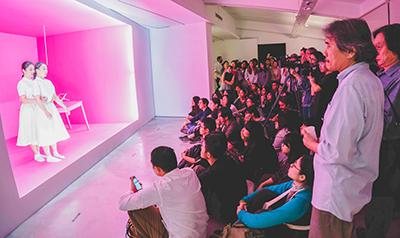 臺藝大2017年雙年展《空氣草-當代藝術中的展演力》,以學生為主體,作為其理論與創作實踐場域,更成為串接「展、演、映」殿堂之菁英團隊的平臺。