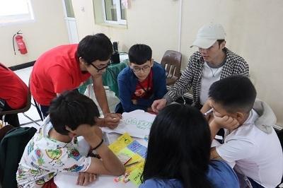 輔大蒙古團「設計思考」工作坊討論情形