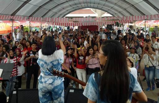 圖說:來自印尼知名的Stretta Music樂團與民眾同樂。