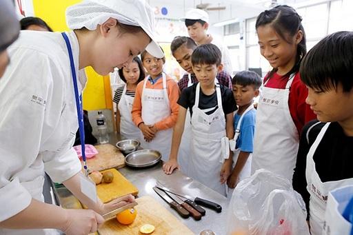學校規劃多種類型課程,提供學生不同的學習機會。