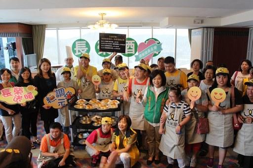 張榮發基金會基隆長榮桂冠酒店與熊米屋心智障礙烘焙坊小愉兒完成蛋黃酥製作