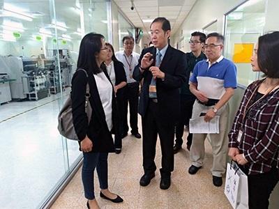 桃市青年局長顏蔚慈參訪3D數位電路板設計暨智慧製造類產線工廠。