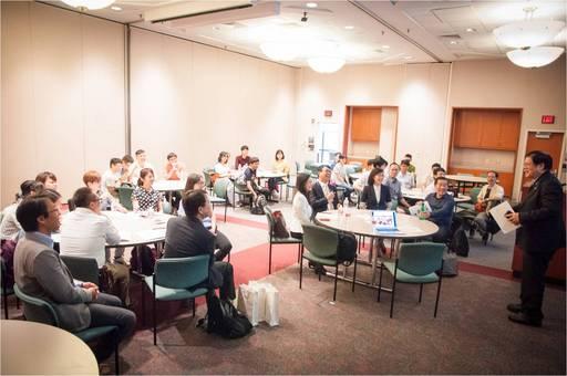 MDACC副校長洪明奇院士歡迎參訪團學生及台北駐美辦事處(TECO)代表。