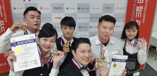 景文科大選手在王嘉欽老師教導下,榮獲創意調酒組4金1銀佳績。