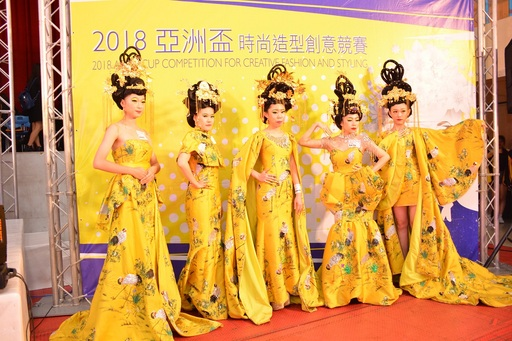 成采霓 、胡心柔、李曉風三位同學獲得A6.時尚創意彩妝造型團體組(真人)組冠軍