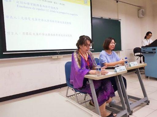 新聞圖說4:文藻外大西文系毛蓓雯教授(右)及引言人貝羅菈教授(左)
