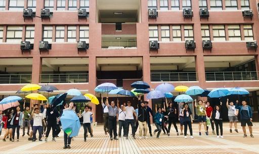 學員開心體驗生態保護傘DIY