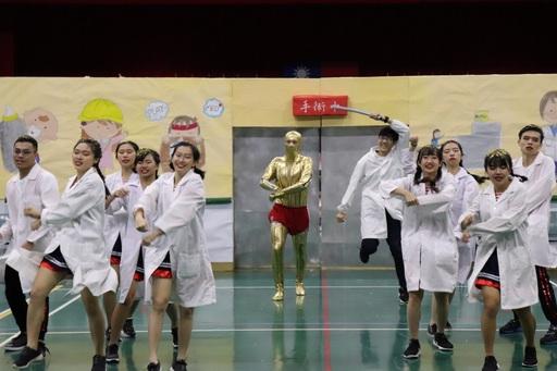 長庚大學舉辦校運會,啦啦舞比賽競爭激烈,各隊賣力秀出苦練成果。