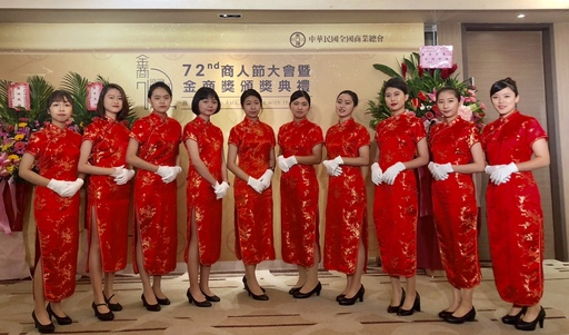 中華民國全國商業總會日前辦理第72屆商人節大會,宏國德霖科大應英系禮儀天使,美麗優雅的身影讓與會人士驚豔。