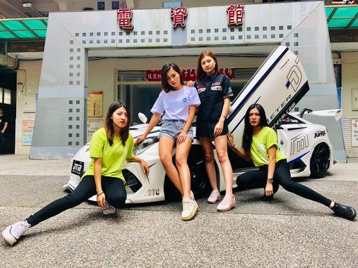 資工系前後期學長學弟,運用學校研發處育成中心資源,成立了師生創業團隊,受到日本汽機車工藝業者的矚目,成為今日最吸睛的社團展示攤位。