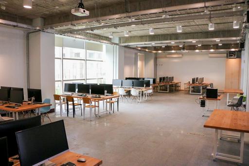 中信金融管理學院添購及改造軟、硬體設施,於校內籌劃打造AI專屬教室