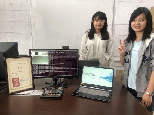 元智大學資工系四年級學生蔡昕芸及吳悅琳,參加2018車用電子創新發明競賽,榮獲第一名佳績