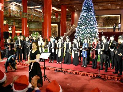 圓山大飯店-福爾摩沙+A4s Singers展現優美聖誕歌聲