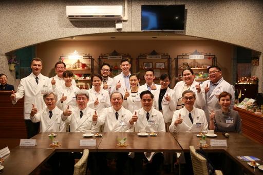 花蓮慈院搭起醫療橋樑,針對血癌的骨髓移植、中西醫合療與骨科微創技術為重點醫療訓練計畫,協助首梯菲國醫衛人才培訓,進行專業臨床經驗交流。