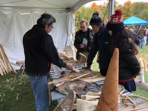 移地學習團員赴第一民族部落參訪,聽部落耆老講述狩獵的知識與文化