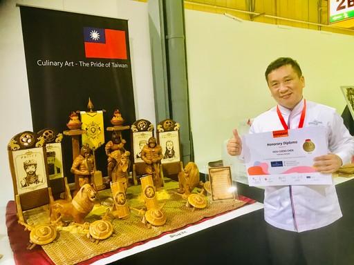 景文科大餐飲系老師陳文正在「藝術麪包」類作品「亞瑟王—出征」獲得金牌。