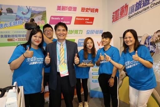 教育部體育署長高俊雄(左3)親臨現場體驗VR