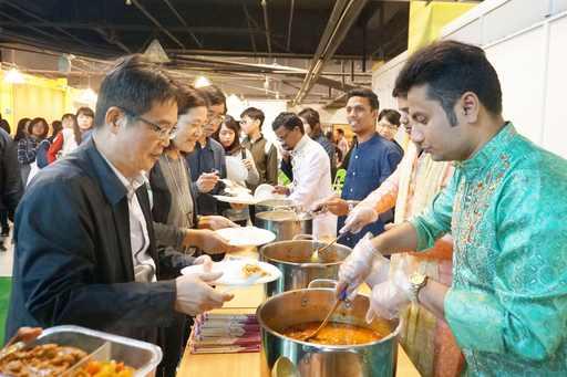 文化交流 品嘗印度傳統美食香噴噴咖哩