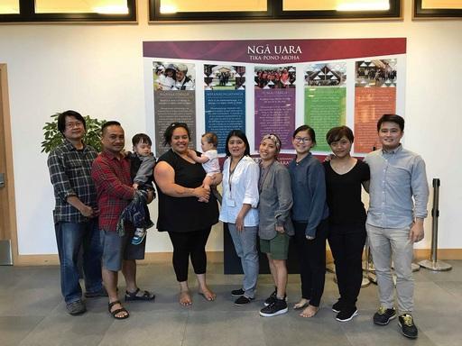 毛利語言課程,由初階班教師Moerangi Black(左三) 進行生動活潑的教學