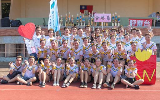 中華大學舉辦全校運動會,觀光與會展活動學系的創意進場表演,拿下冠軍。