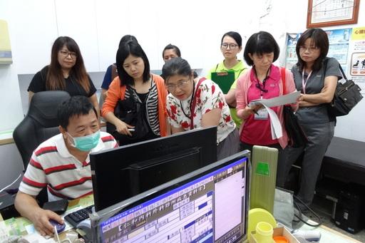 花蓮慈濟醫療團隊與健保署、衛生局至臺東位於太麻里鄉的仁和診所,輔導雙向轉診、分級醫療。