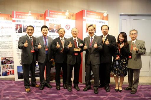 南華大學榮獲「國家品質獎─永續發展典範獎」,林聰明校長率林辰璋副校長及多位一級主管出席頒獎典禮。