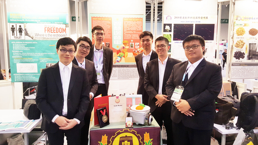 景文科大六位學生所研發作品「智慧送餐車」榮獲1金及大會傑出創新特別獎。