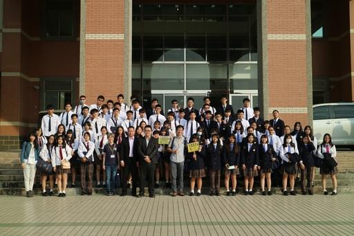 臺南市私立光華高中陳麗如主任(一排左五)於本(12)月06日率領該校共68位學生親訪中信金融管理學院