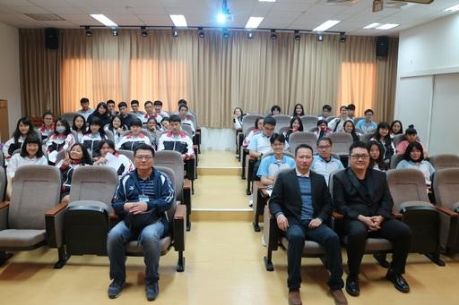 屏東縣私立美和高中李昱慶(一排左)老師於本(12)月07日率領該校共68位學生親訪中信金融管理學院