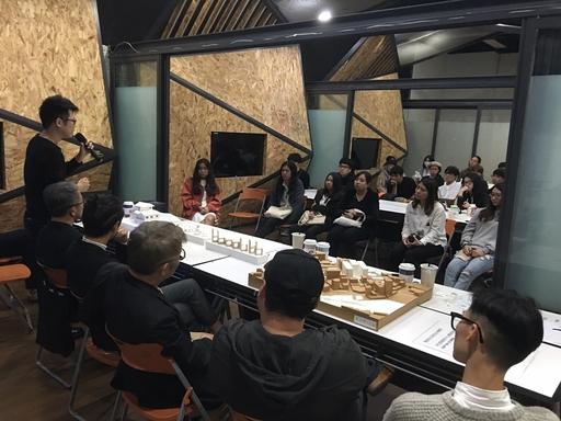 室內設計界4位菁英擔任資深客評委員分別講評,提供畢業設計學生多元設計思辨內涵。