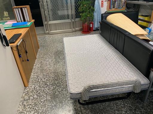 台東縣大武警分局長體恤員警 購置新式值宿床