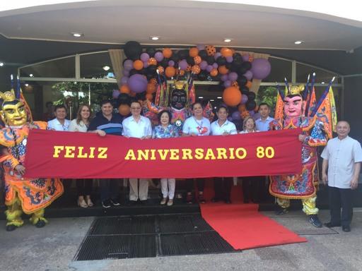 巴拉圭費南若市80週年慶,全體嘉賓與三太子神偶合影。