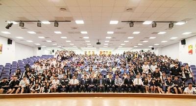 中金院邀請百名高中師生參觀學校,了解課程特色,期盼優秀學子加入國際智慧金融家的行列。
