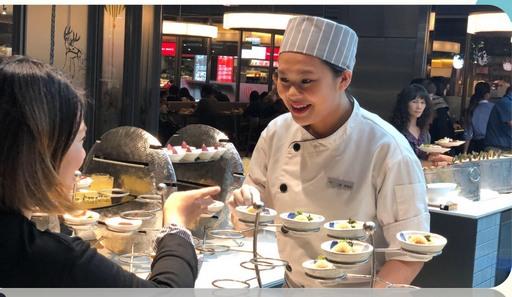 蔡家欣專業、親切態度獲得客人喜愛(饗賓餐旅集團人資部提供)