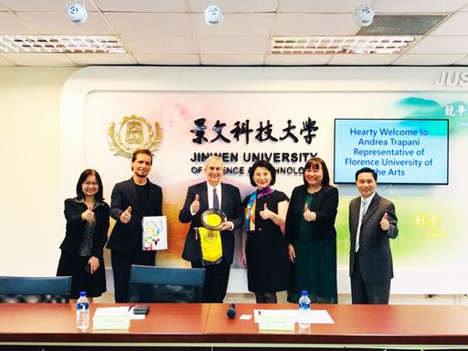 景文科大校長洪久賢(右3)與義大利佛羅倫斯藝術大學副校長Alessandro Spagli(左1)簽署合作備忘錄雙方代表合影。