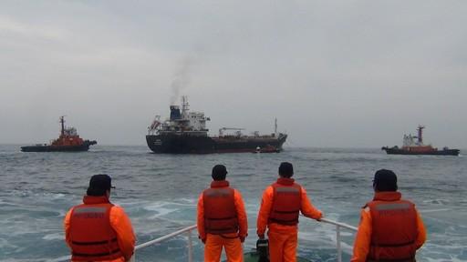 第一(基隆)海巡隊100噸巡防艇監控瑪麗亞油輪