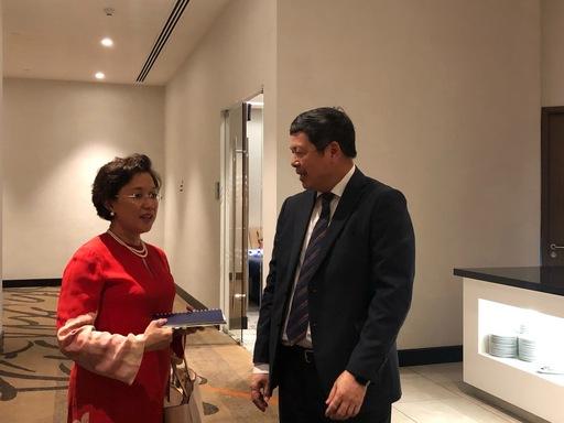 葉明水秘書長(右)邀請馬大醫學院院長Professor Dato(左)來臺出席2019年臺灣國際醫療展