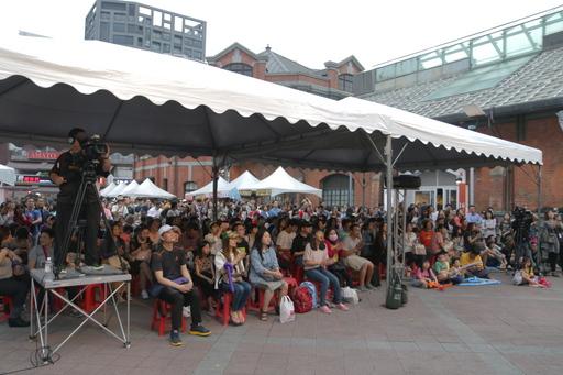 圖說:西門紅樓北廣場擠滿來參加「樂•復活」的大小朋友。