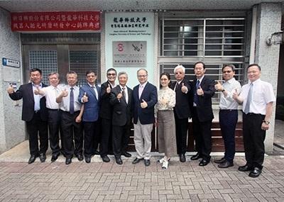 龍華科大與新日興共同成立機器人拋光研磨研發中心,引領機械傳產業加速智慧化升級。