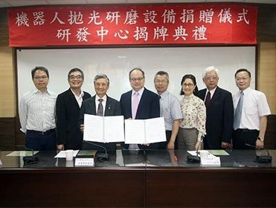 龍華科大與新日興公司共同成立機器人拋光研磨研發中心,開發先進技術。