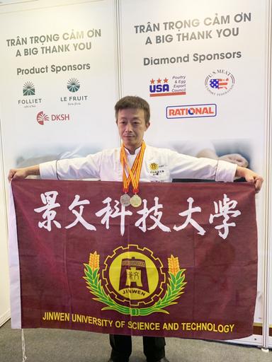 景文科大餐飲系學生徐炳坤獲得1金1銀及豬肉項目最高分。