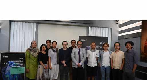 國美館林志明館長(右5),_策展人何子彥(右6),_許家維(左5)及出席藝術家合影