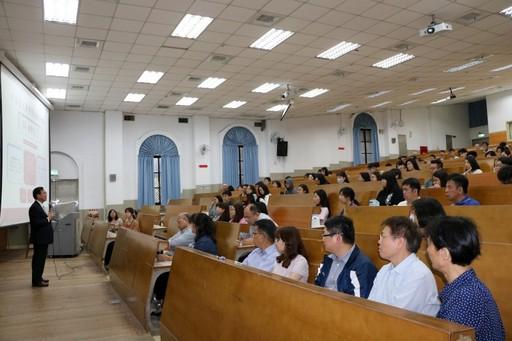江宏哲副校長恭喜並歡迎優秀學子加入中國醫大行列。