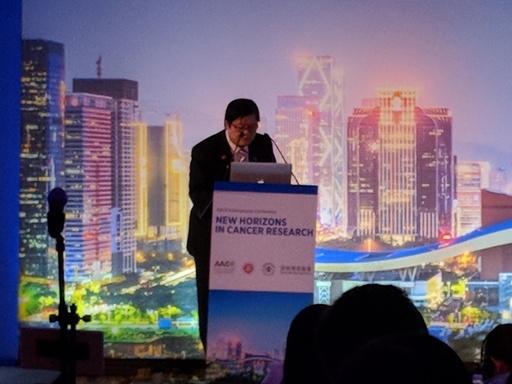 洪明奇校長在美國AACR癌症新視野國際會議發表演講。