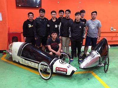 第27屆全國大專校院環保節能車大賽,龍華科大攜手台科大共組省油車隊「Project R」,勇奪季軍。