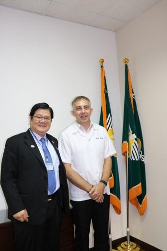 洪明奇校長肯定馬培德博士認同台灣的良善與包容價值。