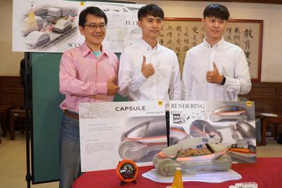 大葉大學工設系陳彥中老師(左)指導大四生范景魁(右)、陳奕中(中)設計的「CAPSULE」,獲2019上海方宇設計新銳挑戰賽銀獎